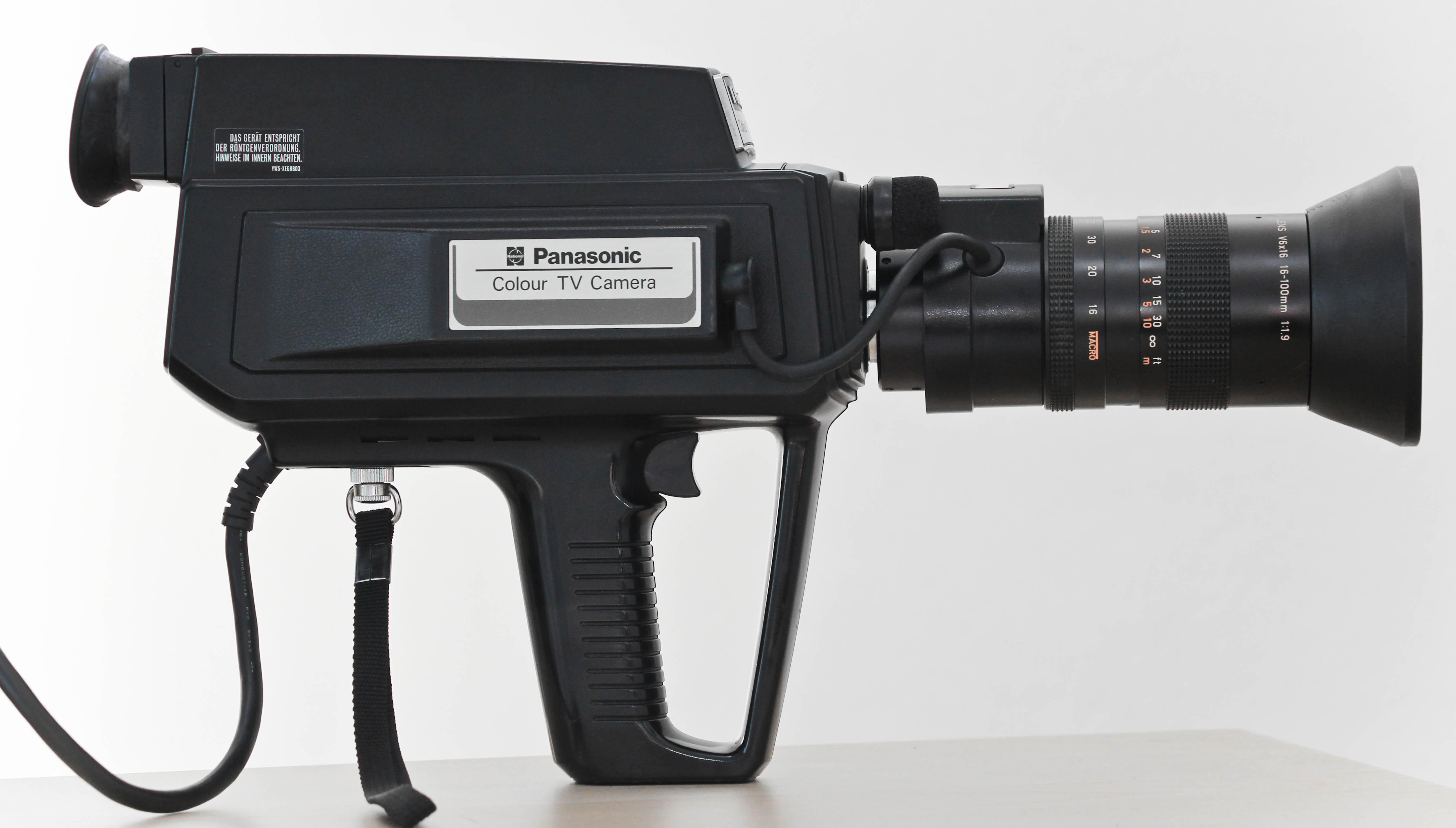Panasonic WV-3320E-2