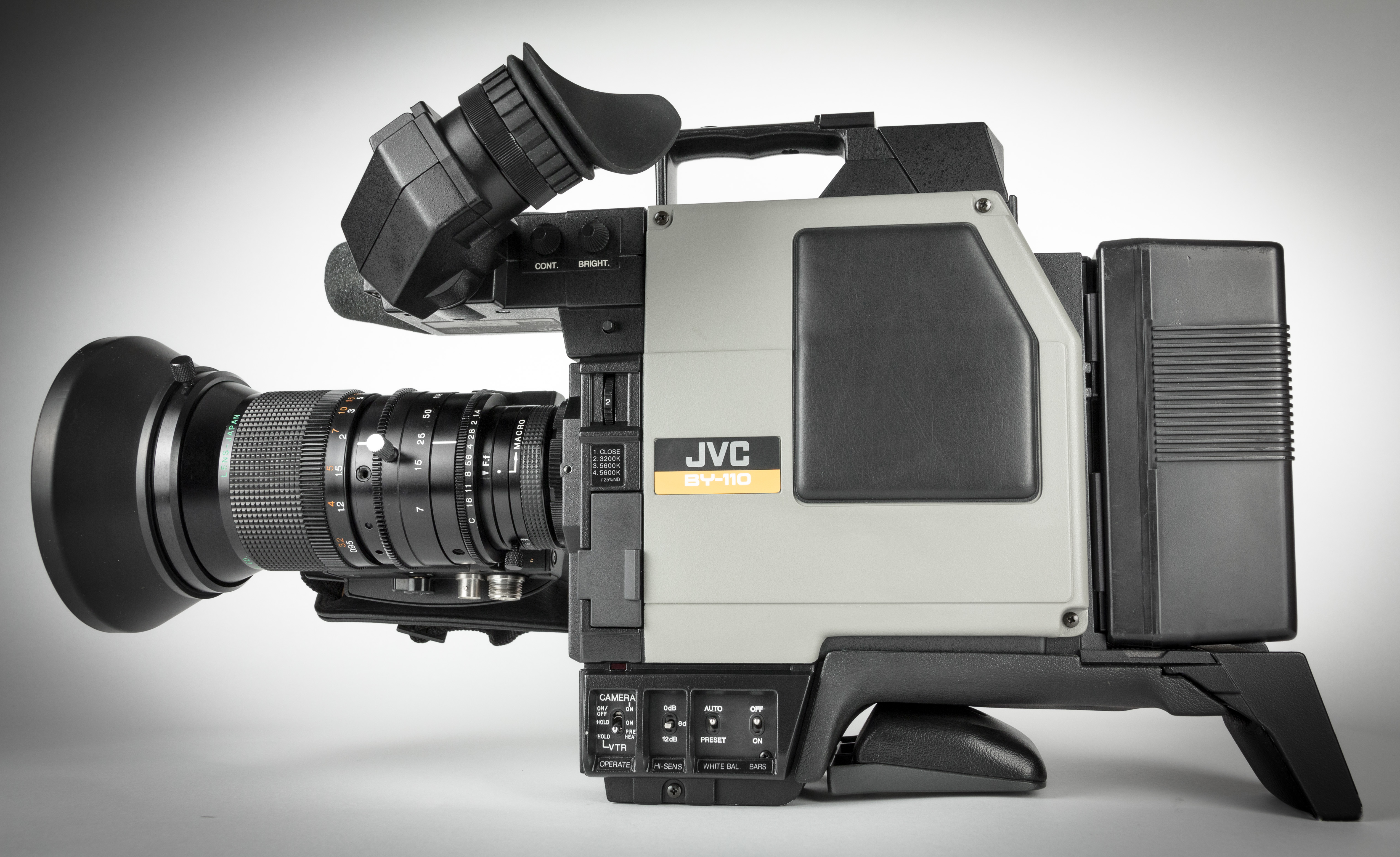 JVC BY 110E -2