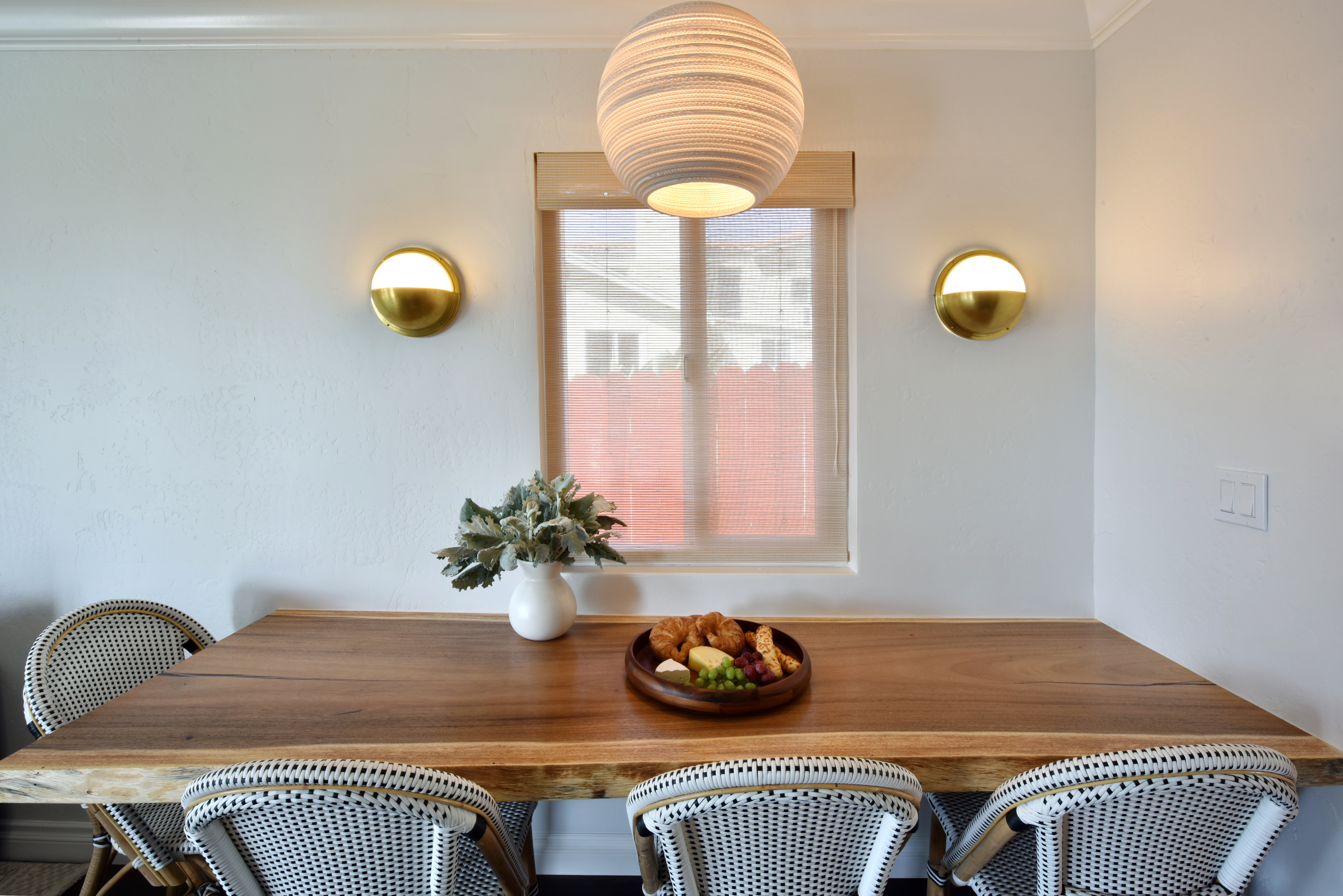 FLOATING CLARO WOOD TABLE