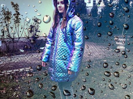 Eine Mädchenjacke wie ein Weltraum Anzug!