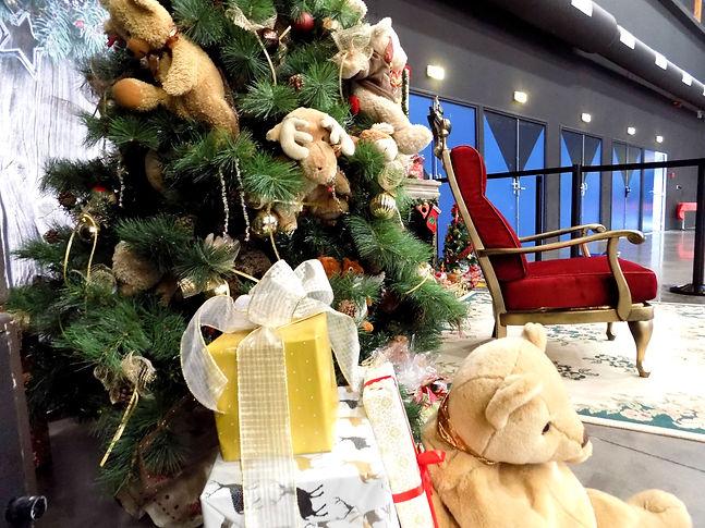 erika v agence événementielle créative arbre de noel st etienne loire comité d'entreprise loire auvergne rhoene alpes