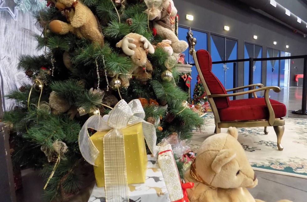 CE Noel scenographie arbre de noel cse stas st etienne loire auvergne rhone alpes erika v agence événementielle créative