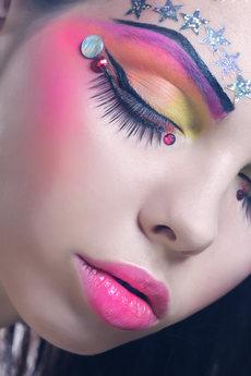 beautiful-lady-with-artistic-make-up.jpe