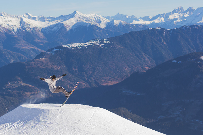 The Ultimate Guide to Skiing in Switzerland | Image by Jorg Angeli