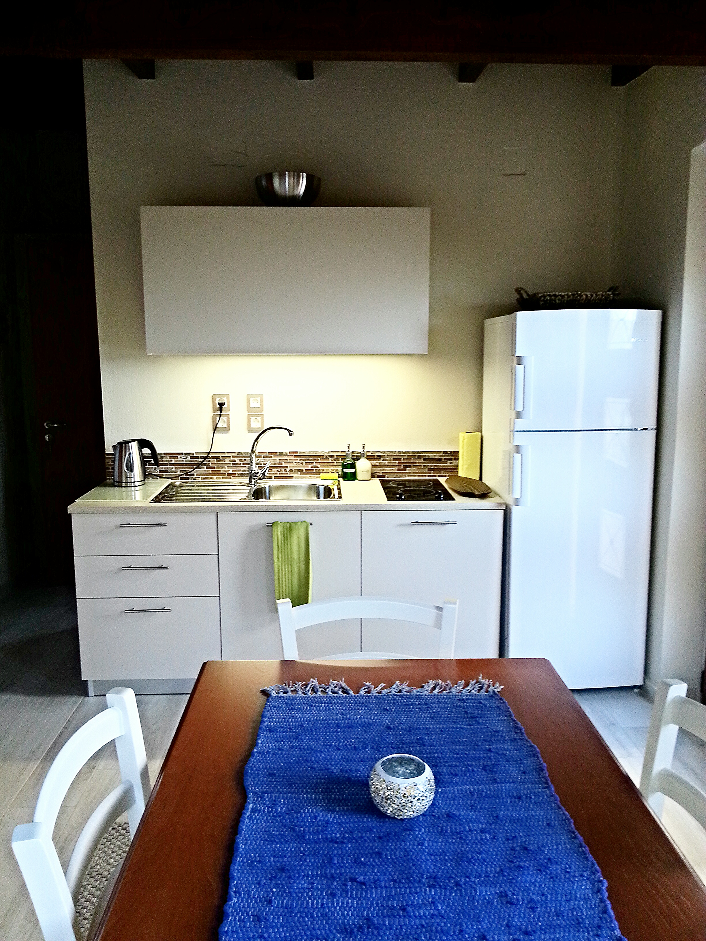 kitchenette with standard equipment