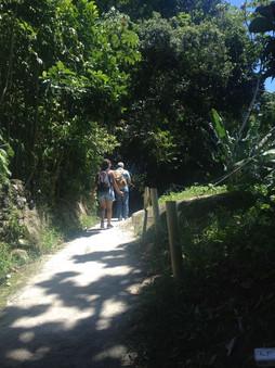 Caminho que liga a Praia do Góes ao píer de embarque e desembarque