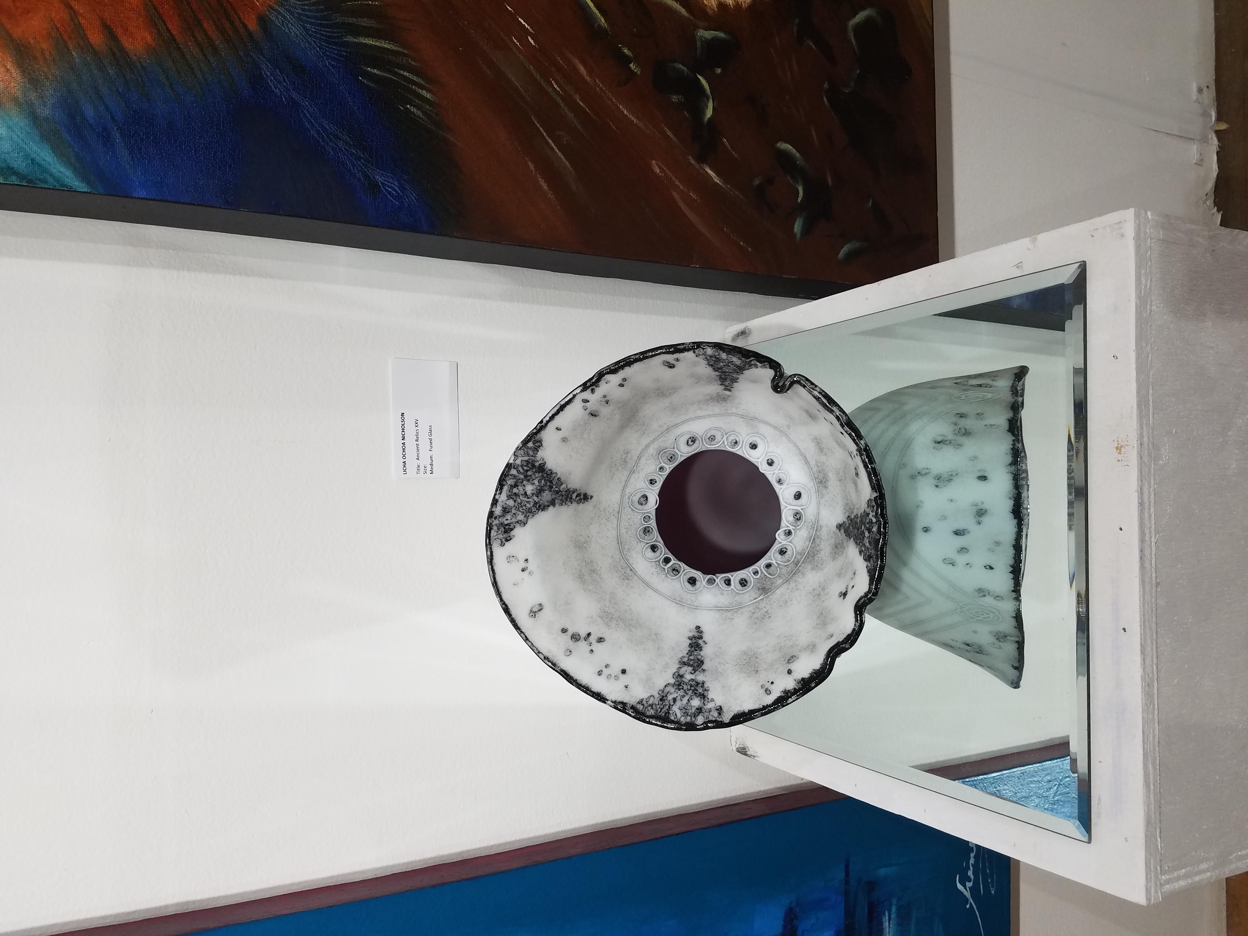Fused glass vessel from Licha Ochoa