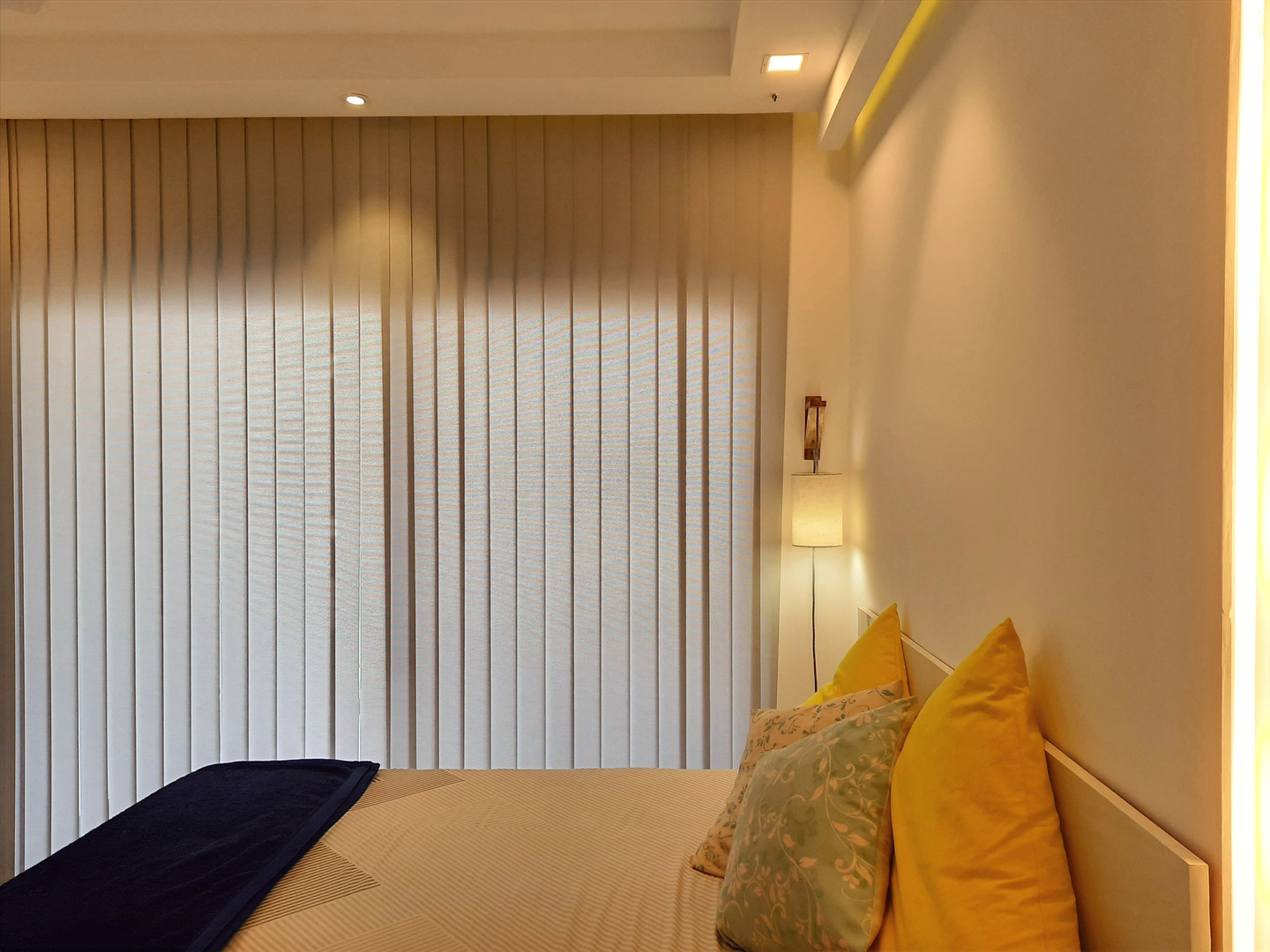 Bedroom curtain blinds
