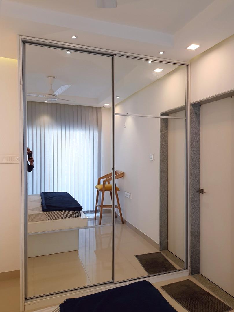 Full height profile shutter mirror wardrobe