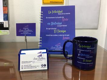 Tarjetas mate y brillo UV, cuaderno y mugs personalizados