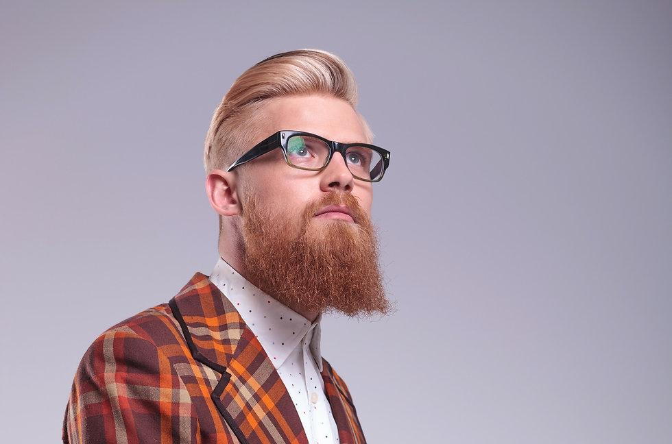 Mann mit Blonden Bart und Brille