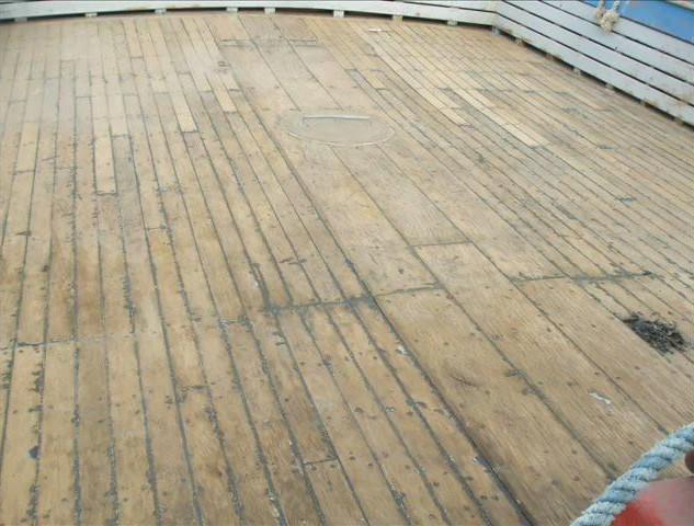01_piso_madeira_barco_pesqueiro_(antes)_