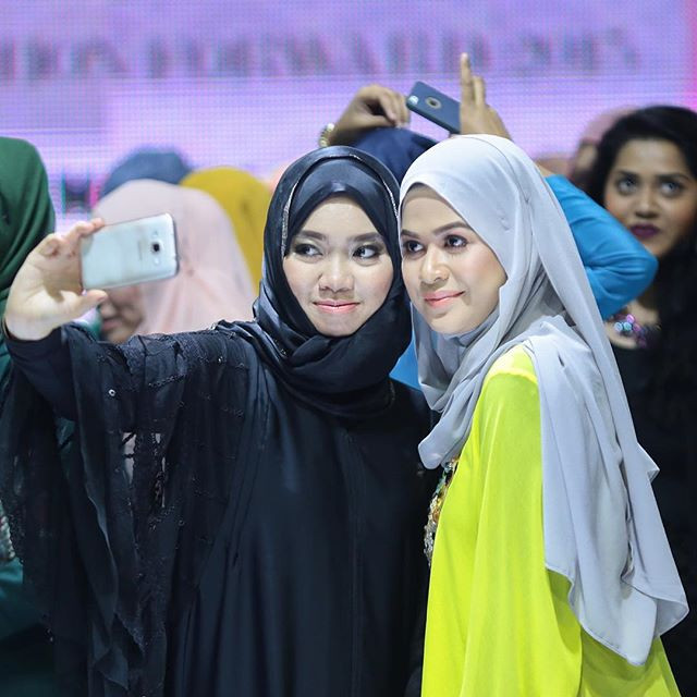 Fashion bloggers at the Kuala Lumpur Modest Fashion Week 2015 after the Bloggers talk segment.