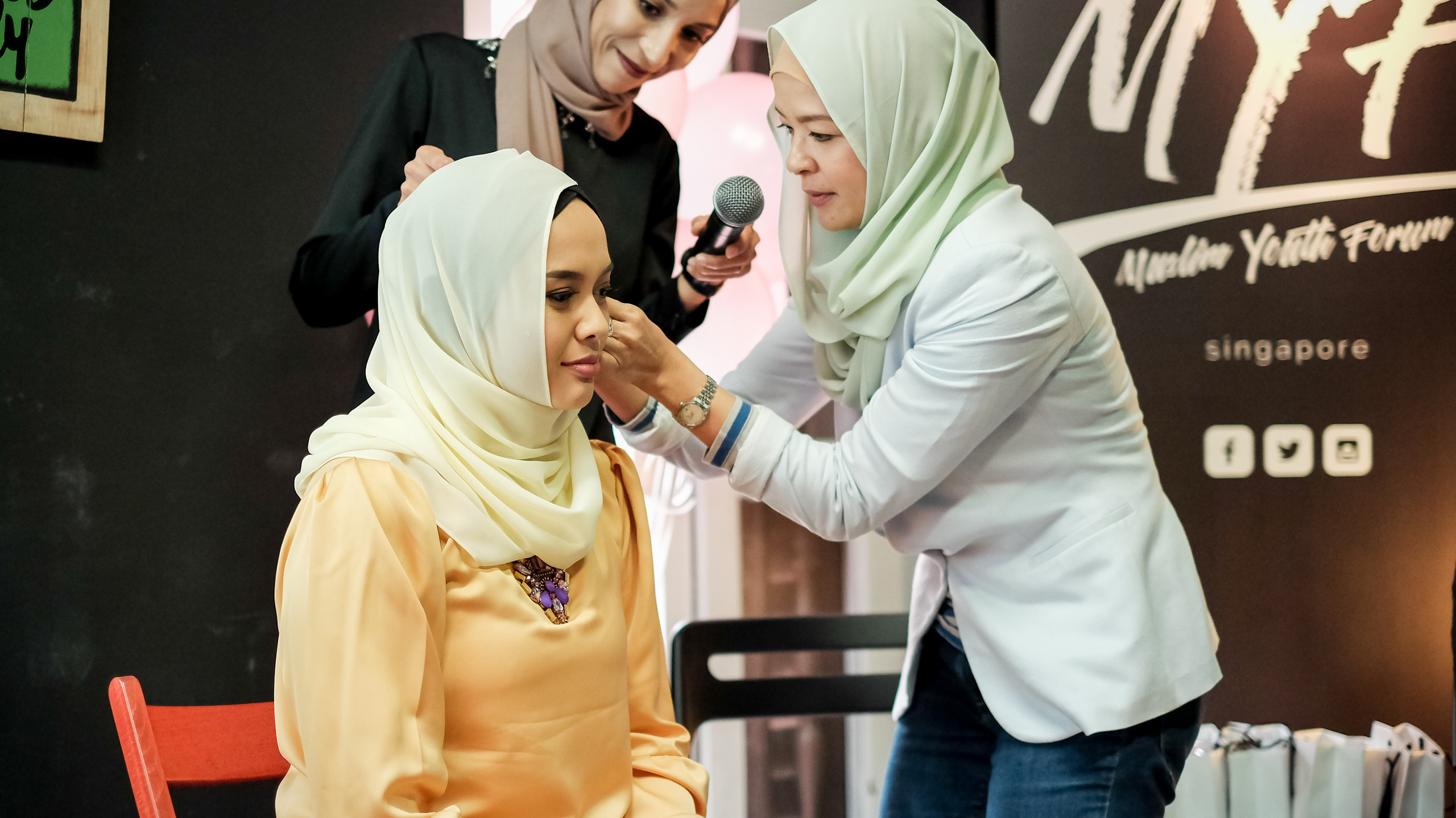 Hijab styling by Rosita Hussin @roshussin