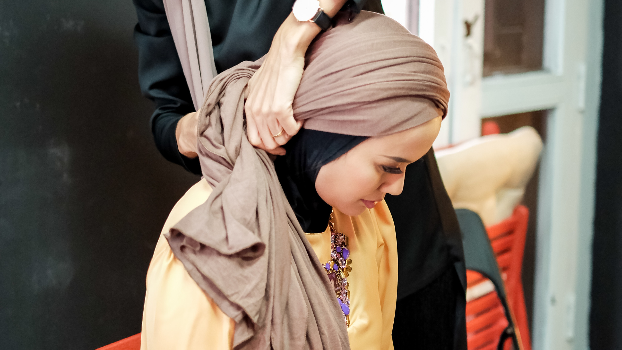 Hijab styling by Hasna B @hasnahijabstyle