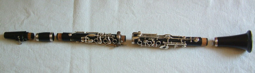 Klarinette, zerlegt ein Einzelteile