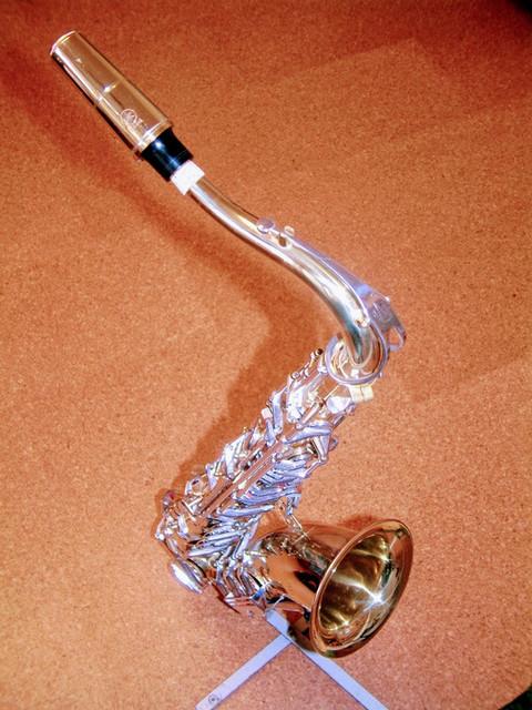 Saxophon auf Ständer