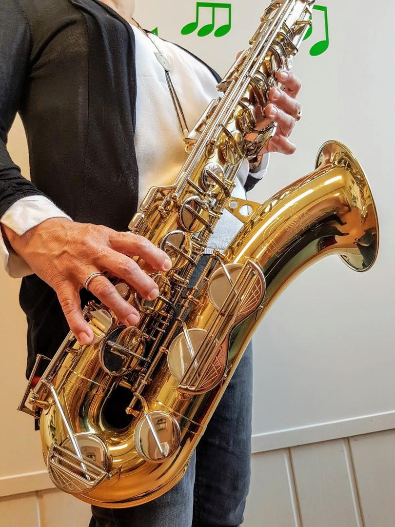 So bedient man das Saxophon