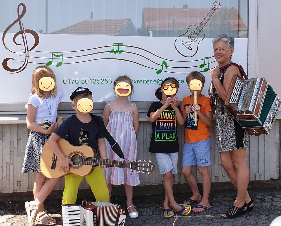 Musikunterricht Parkstetten Elfriede Marxreiter Ferienprogramm Gemeinde Parkstetten Kinder Musikinstrumete Gitarre