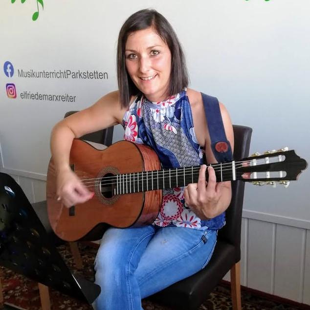 Gitarre spielen lernen als Erwachsene