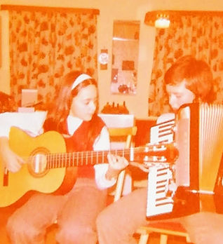 Elfriede Marxreiter Kind Gitarre.jpg