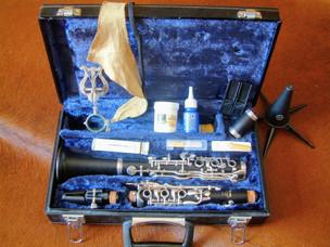 Klarinettenkofer mit einer zerlegten Klarinette