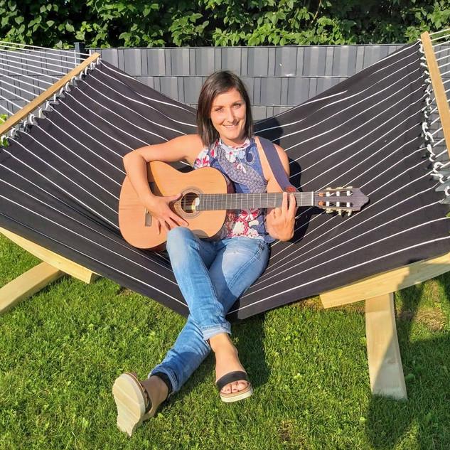 Gitarre spielen lernen als Erwachsene bei Musikunterricht Elfriede Marxreiter in Parkstetten (Straubing-Bogen)