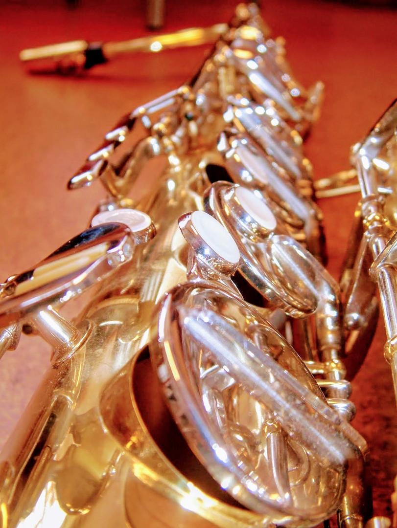 Saxophon mit geöffneten Klappen