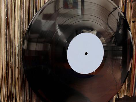 お気に入りのレコードを飾ろう!インテリアにしたいオススメの洋楽レコード 5選!