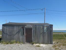 Dans l'atelier Kanayuk et Le cargo dans la baie