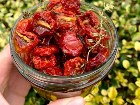 Gedroogde tomaatjes van de barbecue