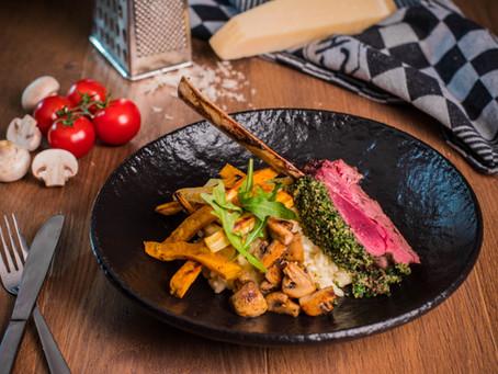 Tomahawk steak van hert met risotto