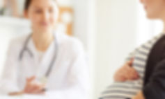 pregnant-woman-consulting-doctor-D23FHYN