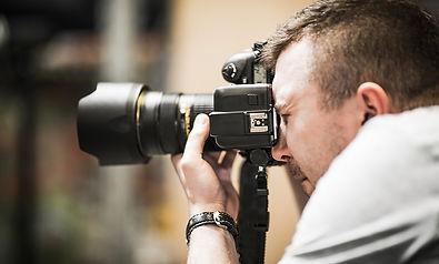 studio-photographer-in-action-PP5WPZ3.jp