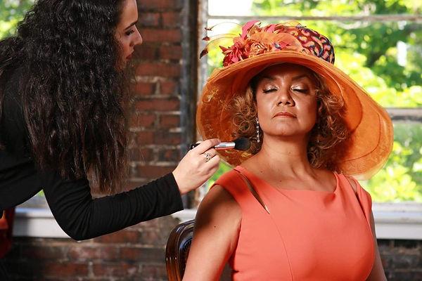 personal-makeup-artist-of-news-anchor-am