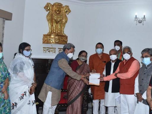 उत्तराखंड: मुख्यमंत्री पुष्कर सिंह धामी ने वंदना कटारिया को किया सम्मानित, दिया 25 लाख रुपये का चेक
