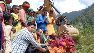 जिप सदस्य नेगी के प्रयासों से बबियाड अमदो व दुदली के ग्रामीणों का सड़क का सपना हुवा पूरा