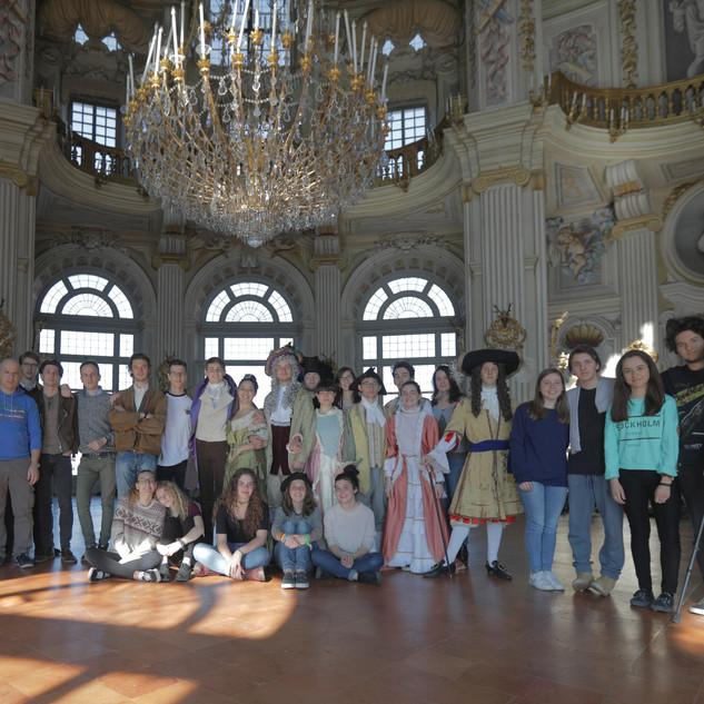 Foto di gruppo a fine riprese con gli studenti del Liceo Volta di Torino