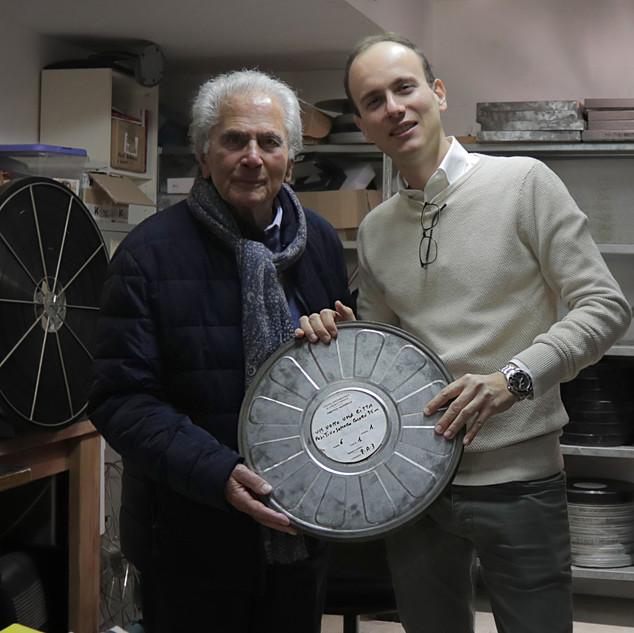 Romolo Guerrieri e Alessandro Rota nella cabina di proiezione del Cinema Trevi