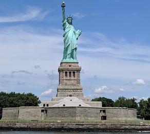 Cine este Miss Liberty