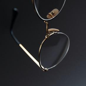 Persoanele care poartă ochelari, ferite de coronavirus