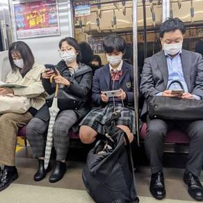 De ce poarta japonezii masca?