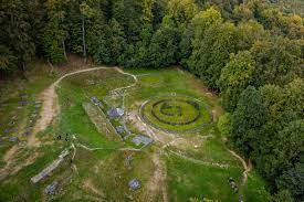 Sapaturi arheologice la Sarmizegetusa Regia pentru readucerea Cetatii la starea initiala
