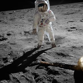 Primul zbor pe Lună, la 52 de ani distanță