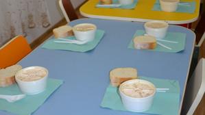 O masă caldă pentru copiii săraci