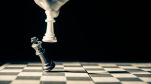 Campionul mondial la șah a fost învins de un jucător de 18 ani