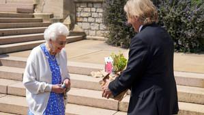 Un trandafir cu numele Ducelui de Edingburg,plantat în ziua în care acesta ar fi împlinit 100 de ani