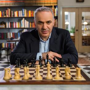 Garry Kasparov vine la București pentru a inaugura un turneu de șah