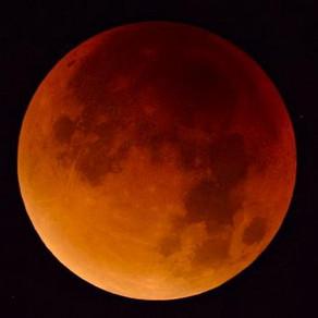 Urmează una dintre cele mai importante și puternice eclipse ale anului / Luna sângerie
