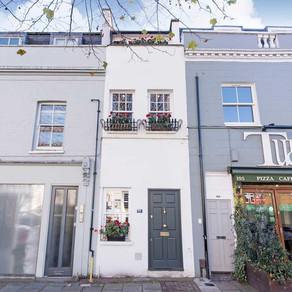 Cea mai îngustă casă din Londra este de vânzare